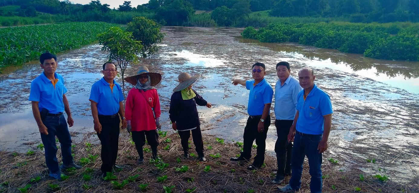 ตรวจสอบพื้นที่ทำการเกษตรของเกษตรกรบ้านแจ้คอนหมู่ที่ 2 ที่ได้รับความเดือดร้อนจากอุทกภัยน้ำป่าไหลหลาก